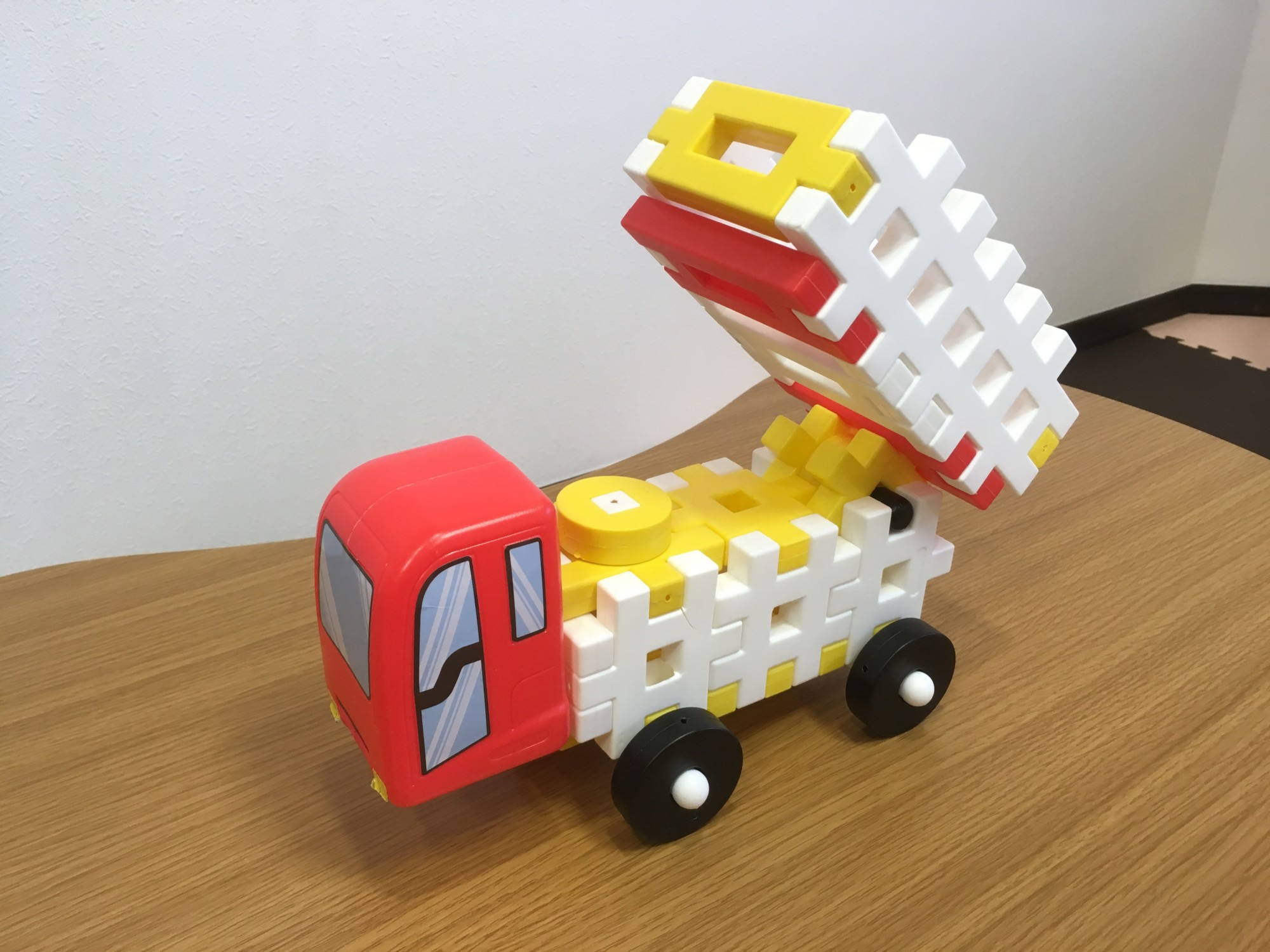 【ニューブロック】こどもが遊べるトラック(荷台が動く!)を簡単に作る方法